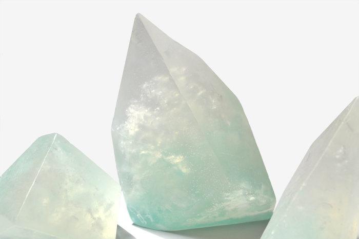 Мыло, в точности повторяющее форму и цвета айсберга.