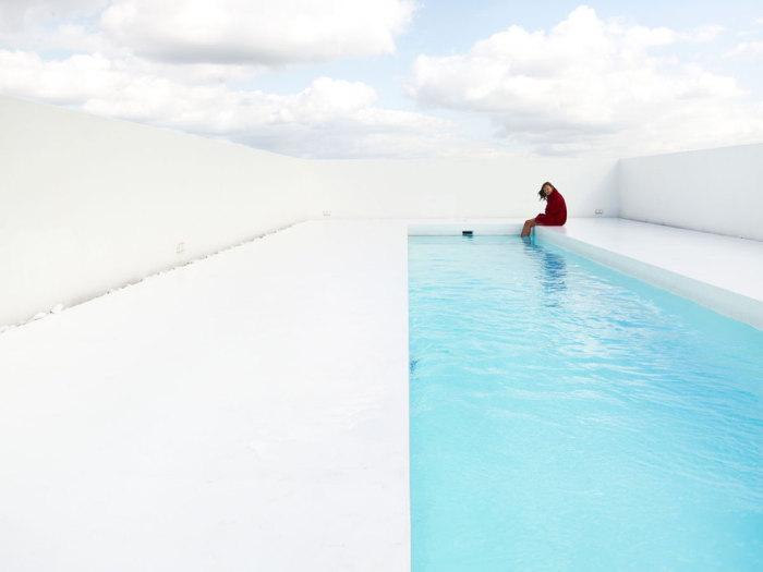 Бассейн в минималистическом стиле от dmvA Architecten.