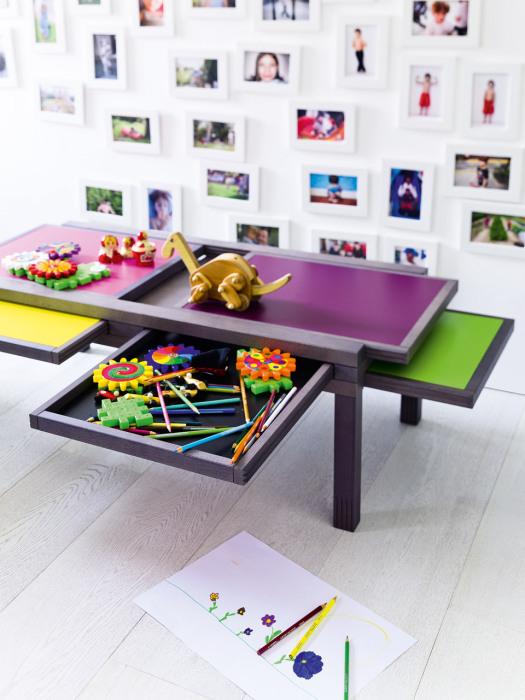 Красочный столик с выдвижными секциями от Hexa Table.