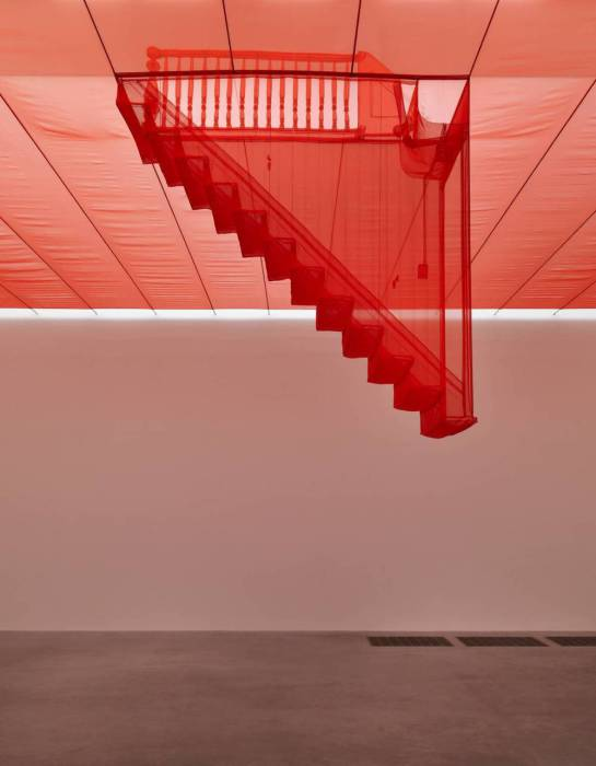 Инсталляция с лестницей от Do Ho Suh.