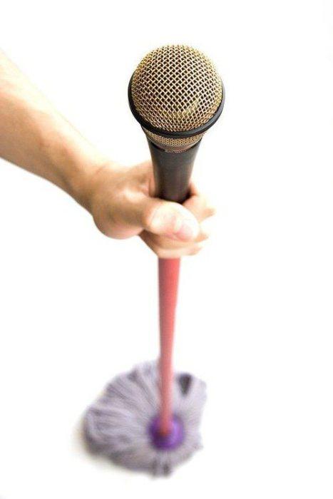 Швабра с микрофоном.