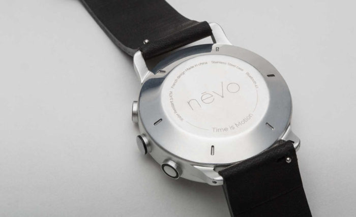 Наручные часы, выполненные в сдержанном классическом стиле.