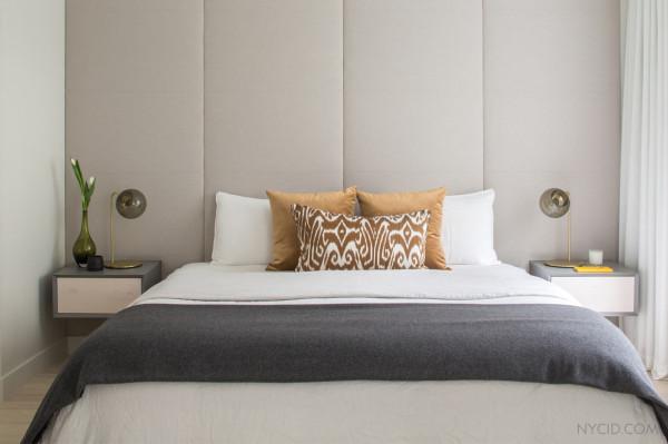 Мягкая стена в спальне - оригинальное дизайнерское решение.