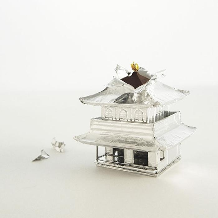 Шоколадка в виде восточного храма.