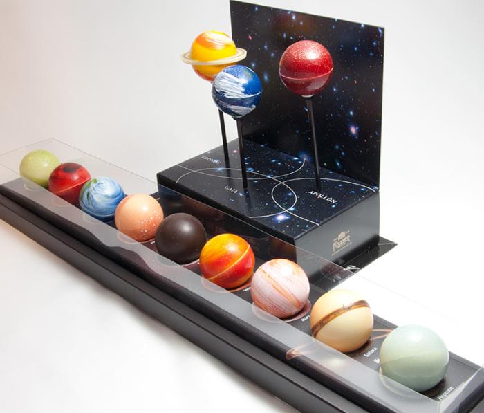 Трюфельные конфеты в виде планет солнечной системы.