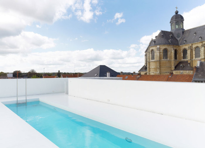 Бассейн К - открытый бассейн в стиле минимализм.