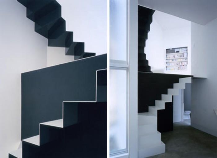 Необычная черно-белая лестница для дома.
