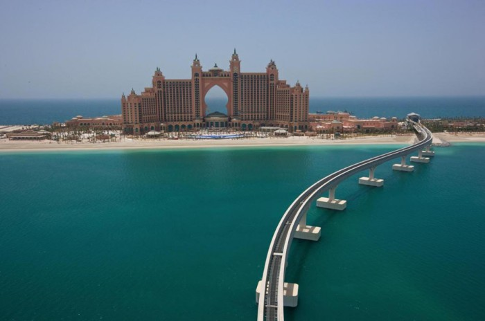 Atlantis The Palm — курортный комплекс на искусственном острове Пальма Джумейра в Дубае.