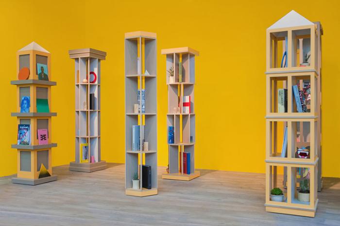 Оригинальные книжные шкаф от Los Contratistas.