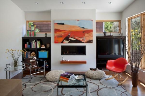 Яркий интерьер гостиной от Ana Williamson Architect.