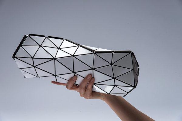 Стильны женский клатч неправильной формы от BAO BAO ISSEY MIYAKE и N&R Foldings.