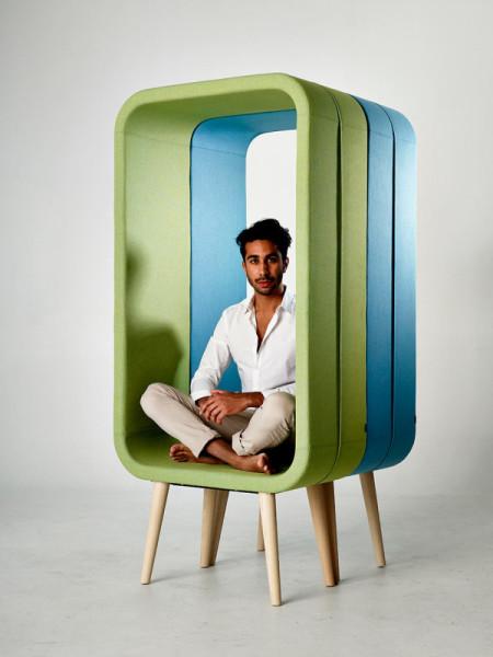 Стильное кресло в форме рамки для фото.