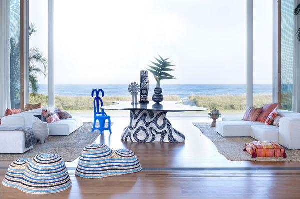 Удивительный вид на пляж, открывающийся из гостиной.