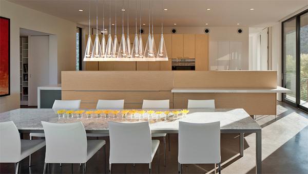 Интерьер кухни в квартире от Ibarra Rosano Design Architects.