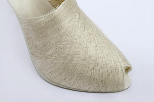 Шелковая нить, как средство для создания элегантных туфелек.