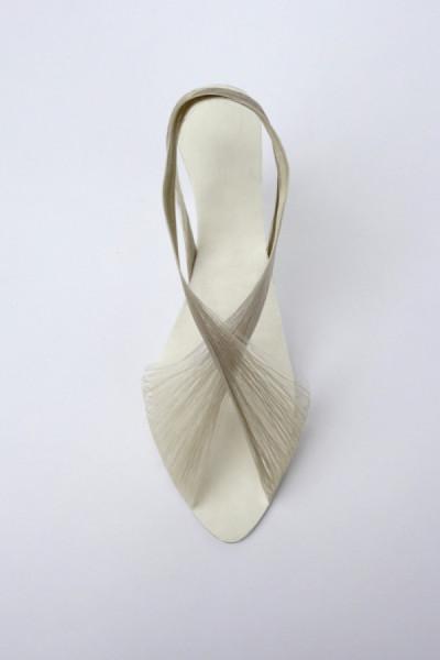 Элегантная модель шелковых туфелек.