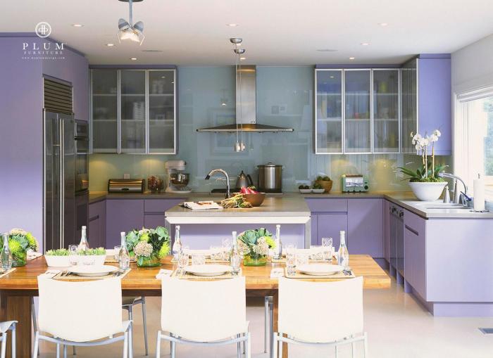 Лавандовая кухня от Colleen McGill и компании Plum Furniture.