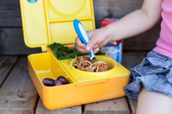 Современный дизайн коробки для обедов с удобными отсеками для раздельного хранения еды.