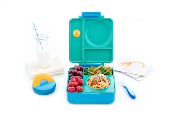 Веселый дизайн коробки для обедов, призванный привлечь внимание ребенка к приему пищи.
