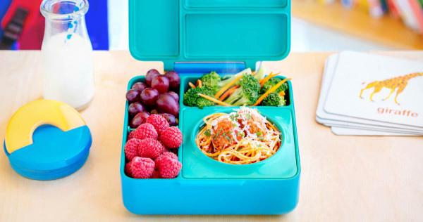 Яркая детская коробочка для ланча OmieBox.