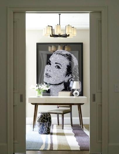 Женский портрет в интерьере от Adrienne Neff Design Services LLC.