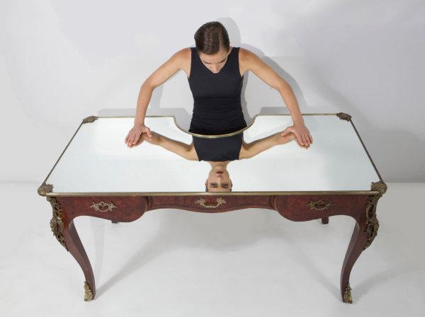 Зеркальный стол для современных нарциссов от Себастьяна Эрразуриса (Sebastian Errazuriz).