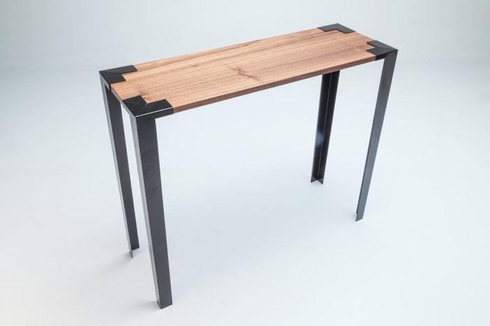 Необычный стол от Soapbox.