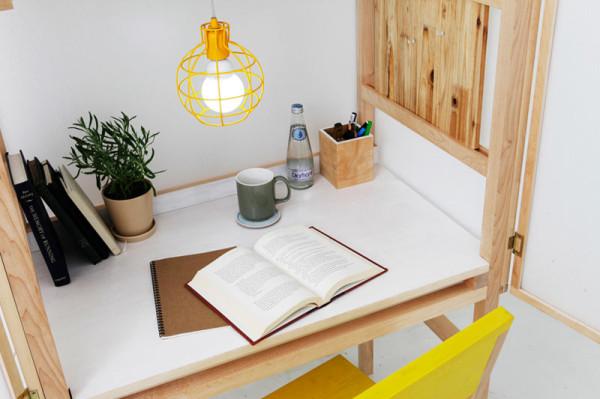 Интересный рабочий стол, спрятанный в шкафу, от дизайнера Juhui Cho.