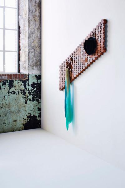 Необычный проект от дизайн-студии Studio Rene Siebum: креативная вешалка в прихожую.