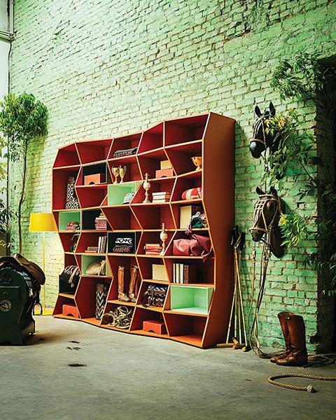 Зигзагообразный книжный шкаф для дома и офиса от Henrique Steyer
