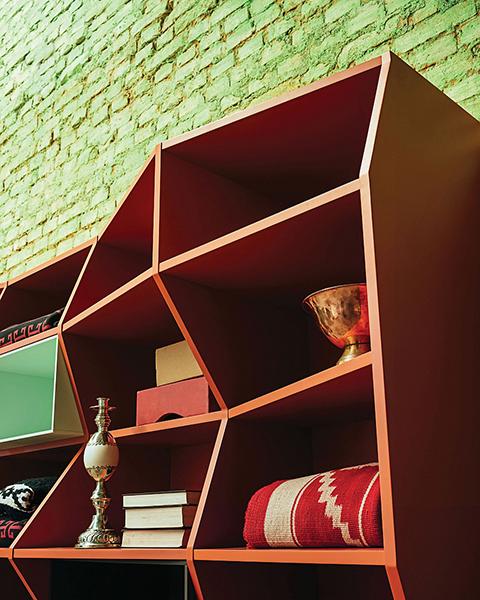 Стильный книжный шкаф от Henrique Steyer, дизайн-студия ALBUS