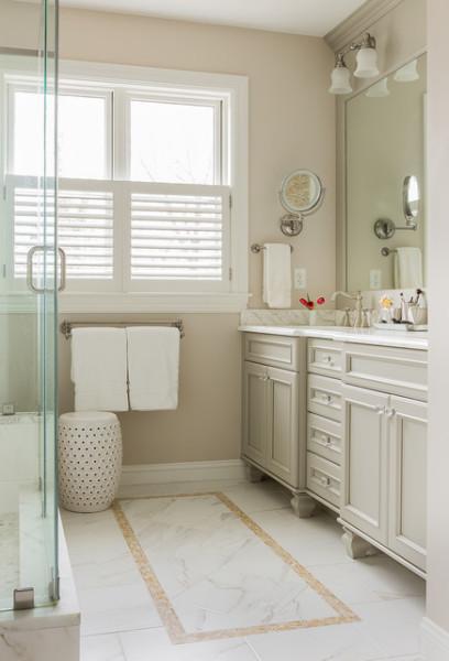 Стильный дизайн интерьера ванной комнаты от David Sharff Architect, P.C.