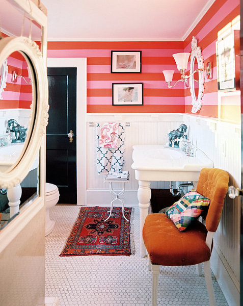 Яркий дизайн интерьера ванной комнаты от Lonny.