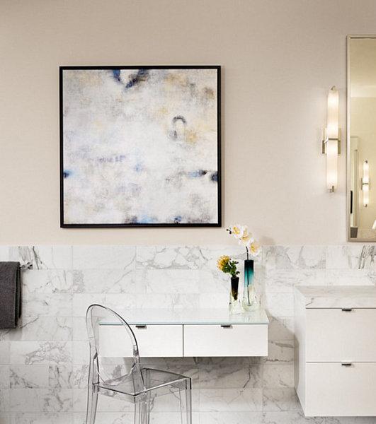 Стильный интерьер ванной в квартире от  LaRue Architects.