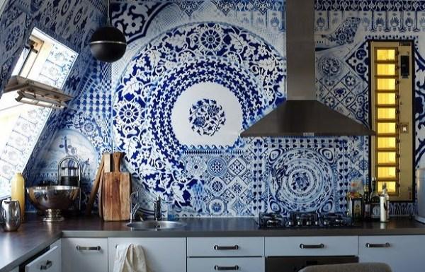 Интересная плитка - яркий акцент в интерьере кухни.