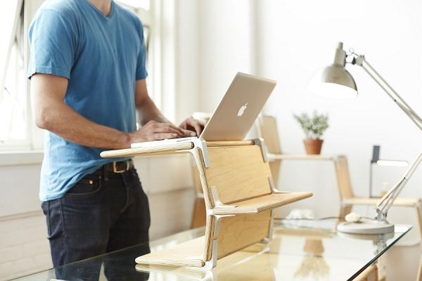Подставка под ноутбук, созданная из модулей Modos.