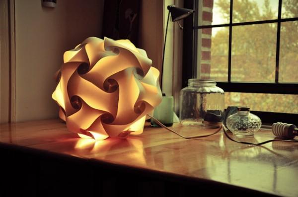 Оригинальный светильник Loomi, состоящий из 33 частей.