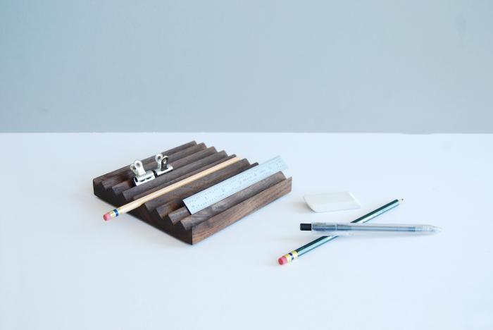 Деревянный держатель для карандашей и ручек от Ladies & Gentlemen Studio.