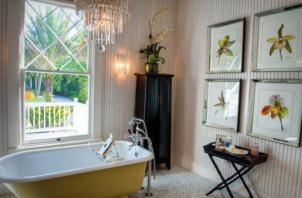 Нежный интерьер ванной комнаты в светло-желтой цветовой гамме.