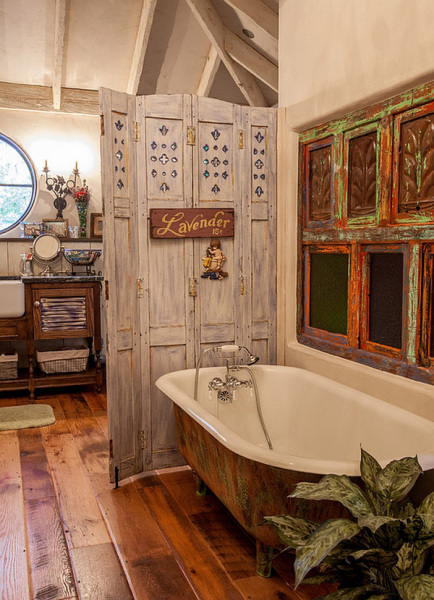 Необычный интерьер ванной комнаты.