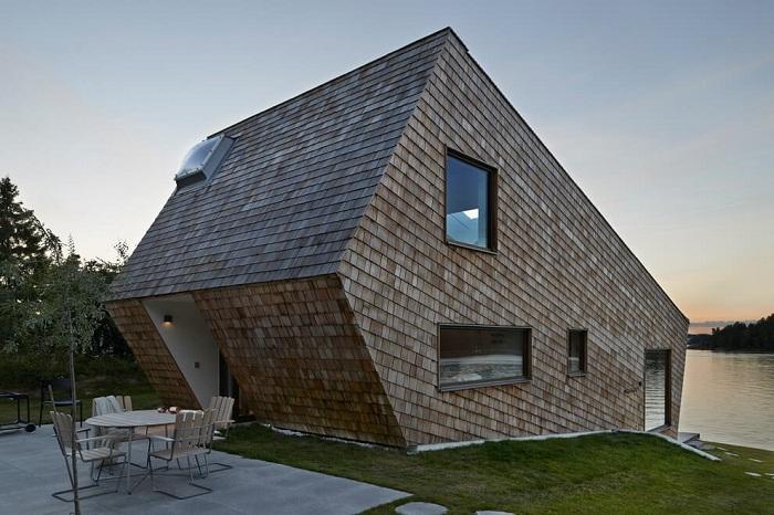 Cone House - дом на склоне у озера.