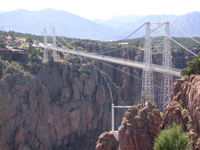 Royal Gorge Bridge - висячий мост в штате Колорадо.