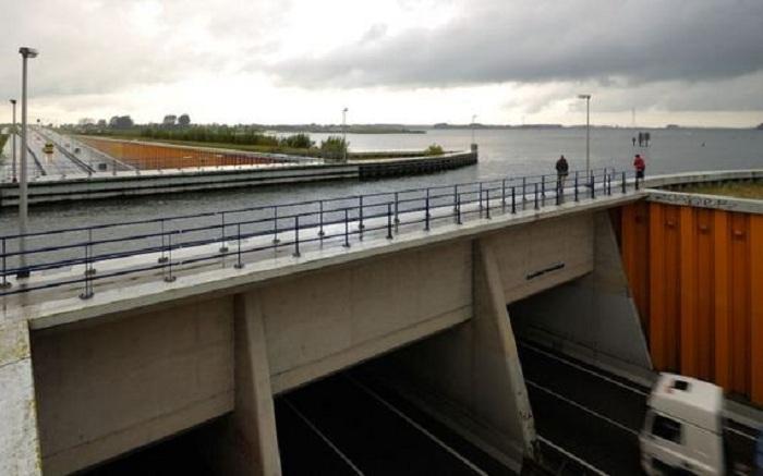 Водный мост Veluwemeer.