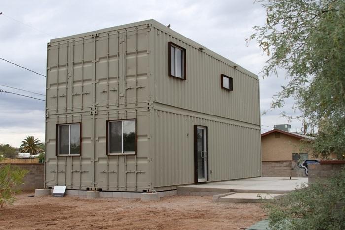 Дом, сделанный из 4-х морских контейнеров.