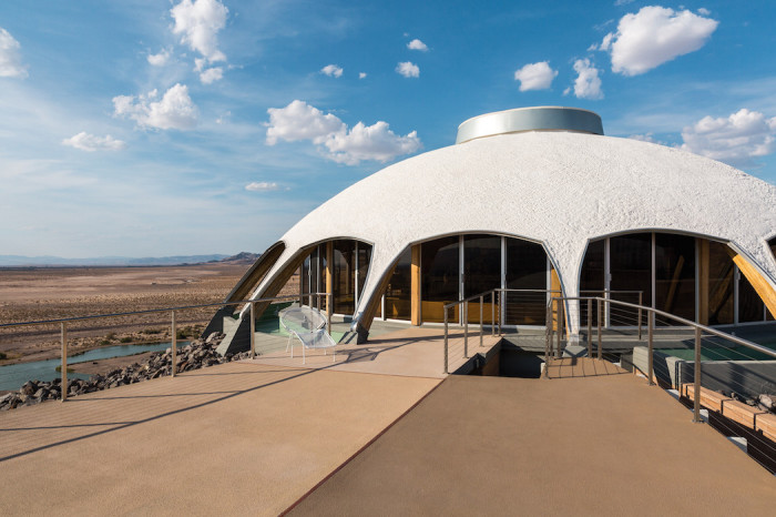 The Volcano House - дом-вулкан в пустыне Калифорнии.