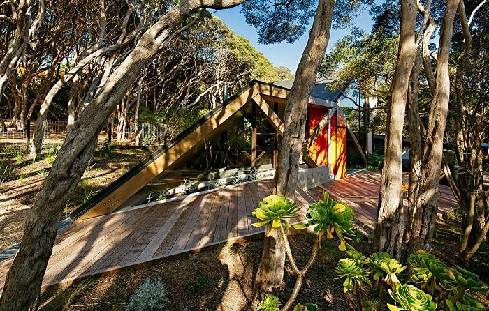 Cabin 2 - дом, «спрятанный» лесных зарослях.
