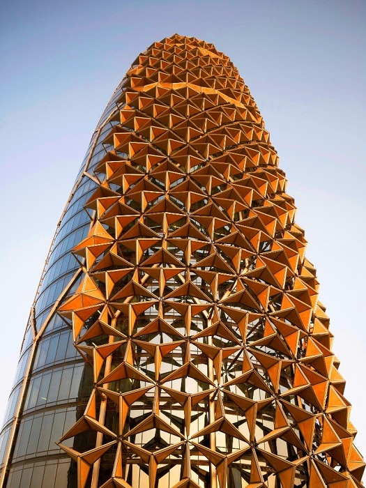 Фасад выполнен в виде арабских решеток машрабия.