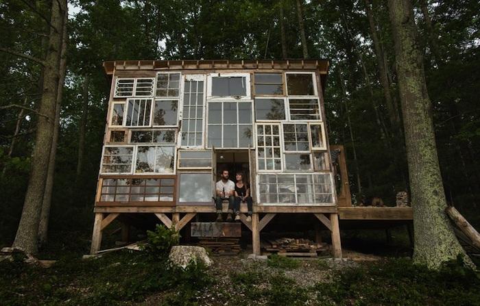Дом из старых оконных рам стоимостью всего $500.
