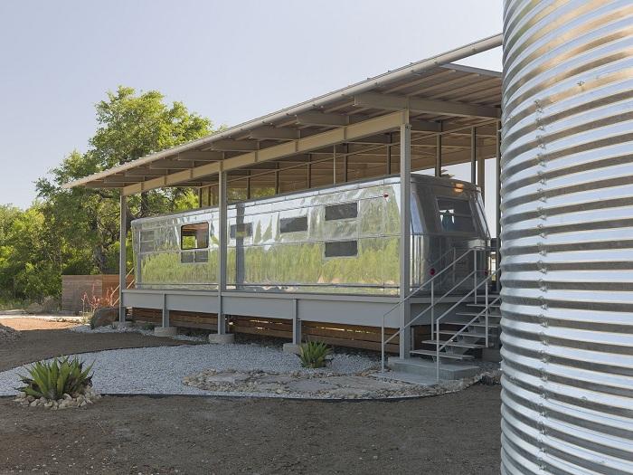 Locomotive Ranch Trailer Home - дом из алюминиевого трейлера.
