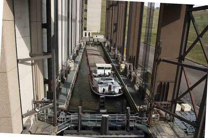 Подъемник, рассчитанный на суда водоизмещением в 1350 тонн.